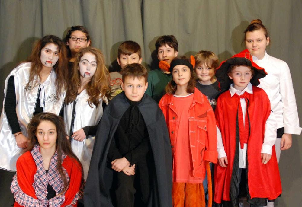 Ensemble des Kindertheaters der Zauberlehrling